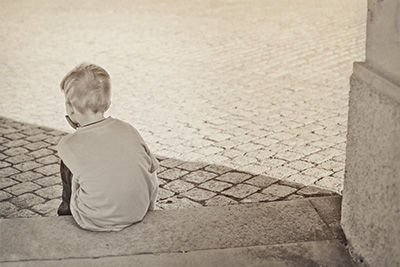 Barn lever igjen isolert.
